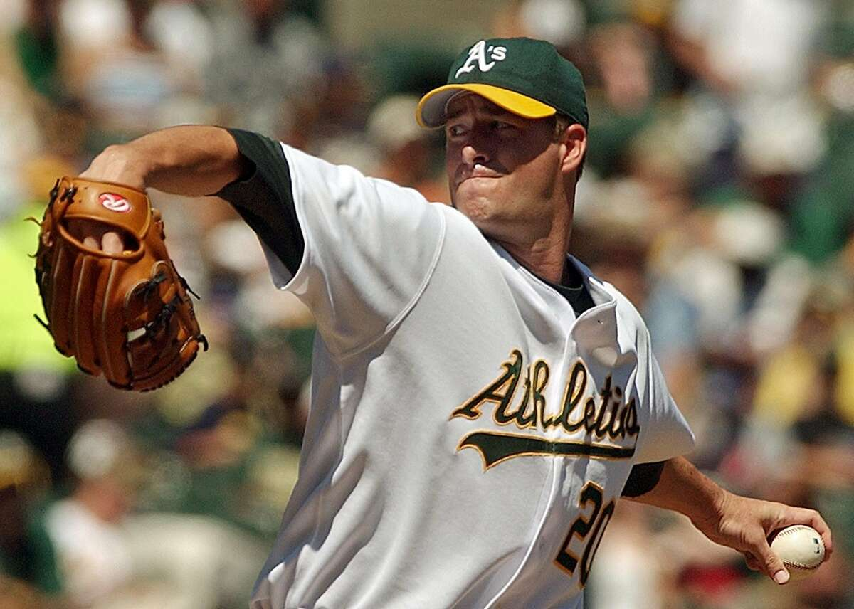 Oakland Athletics' Mark Mulder works against the Tampa Bay Devil Rays in the third inning Sunday, Aug. 29, 2004, in Oakland, Calif. The A's won the game, 9-6, sweeping the series from Tampa Bay. (AP Photo/Ben Margot)