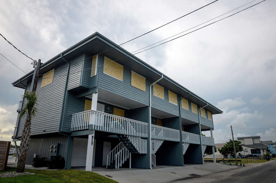 Plywood protects the doors and windows of a property ahead of Hurricane Florence in Carolina Beach, N.C. Photo: Bloomberg Photo By Charles Mostoller. / © 2018 Bloomberg Finance LP