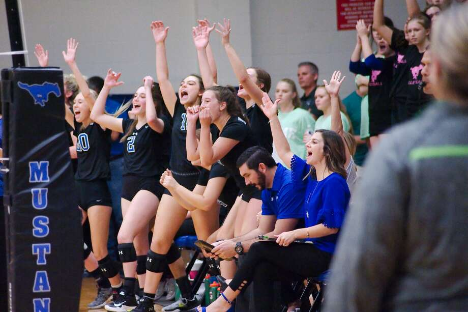 Friendswood celebrates a point against Santa Fe Santa Tuesday, Sep. 11 at Friendswood High School. Photo: Kirk Sides/Houston Chronicle