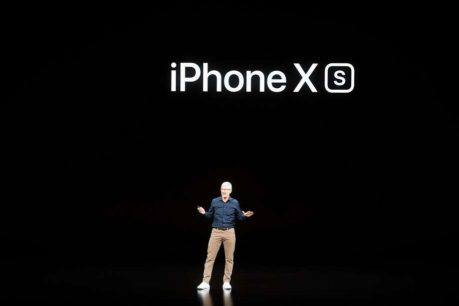 Apple CEO Tim Cook introduces the iPhone XS. The new model offers improved graphics for video games. Photo: Noah Berger / AFP / Getty Images