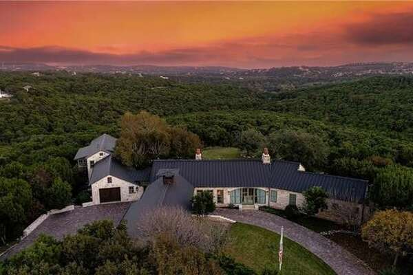 Retired tennis player, Andy Roddick and actress Brooklyn Decker listed their luxurious 15-acre Austin mansion.