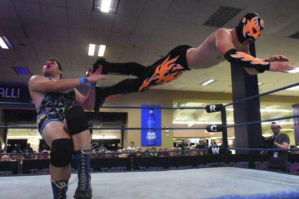 Professional wrestling has a hold on San Antonio