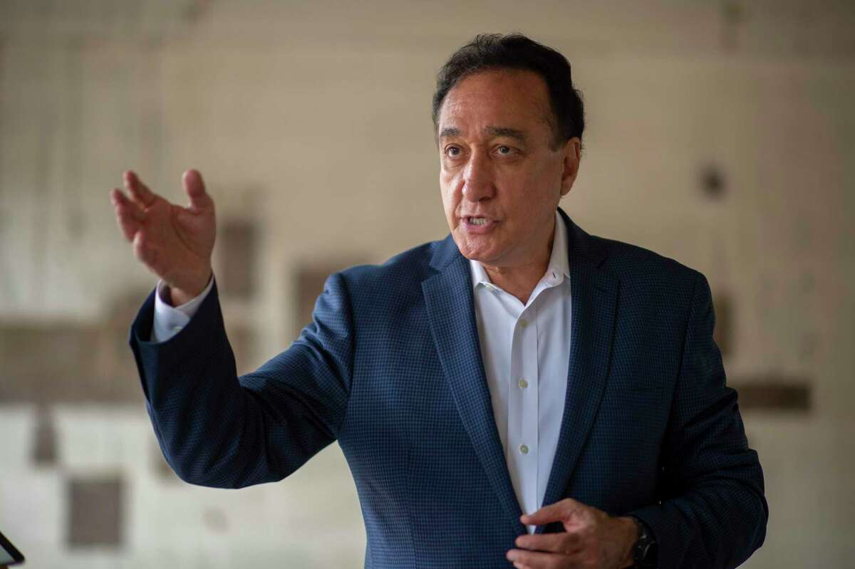 FILE PHOTO - Henry Cisneros, former San Antonio mayor and secretary of U.S. Housing and Urban Development, has done a lot of studying about the COVID-19 crisis since he was tested, after his physician recommended it. He tested positive for the presence of antibodies.