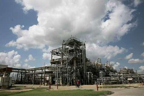 How Texas petrochemical plants transform the ethane molecule