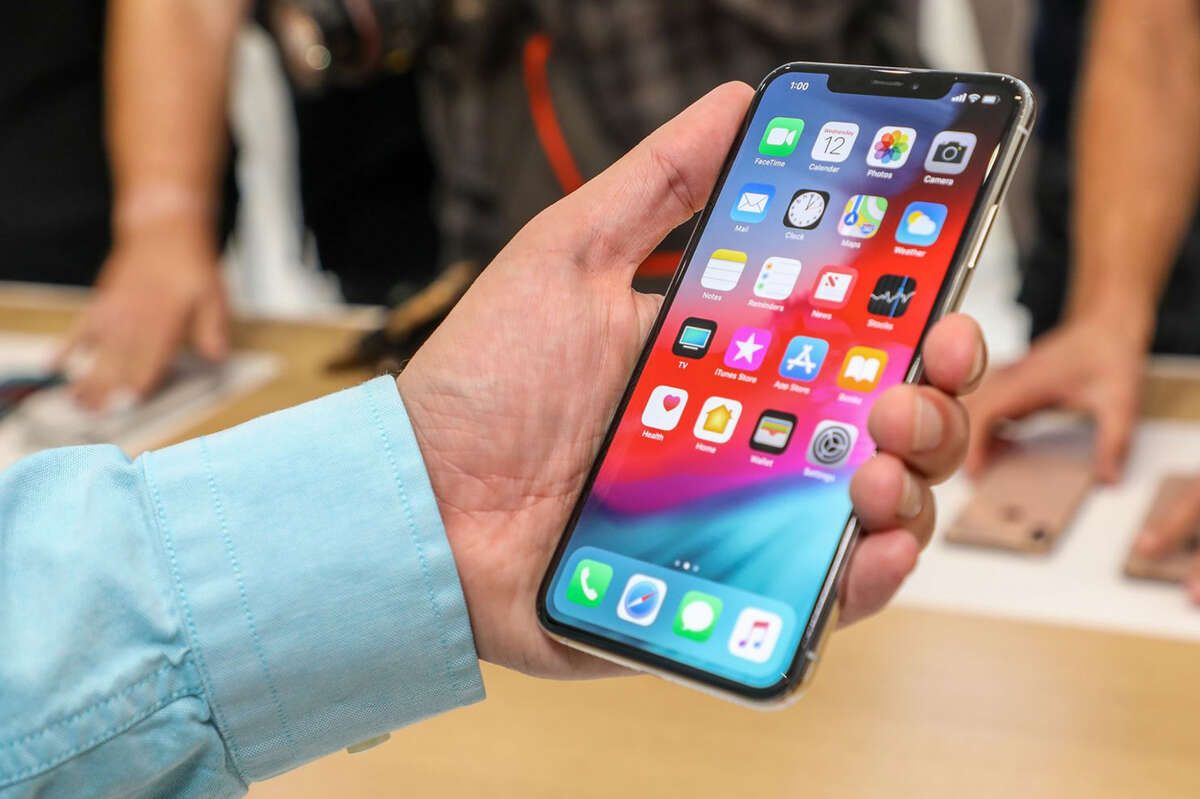 Tech columnist Geoffrey A. Fowler tries out the $1,099 iPhone Xs Max, with a 6.5-inch screen - the largest Apple has ever sold. (Jhaan Elker/Washington, D.C.)