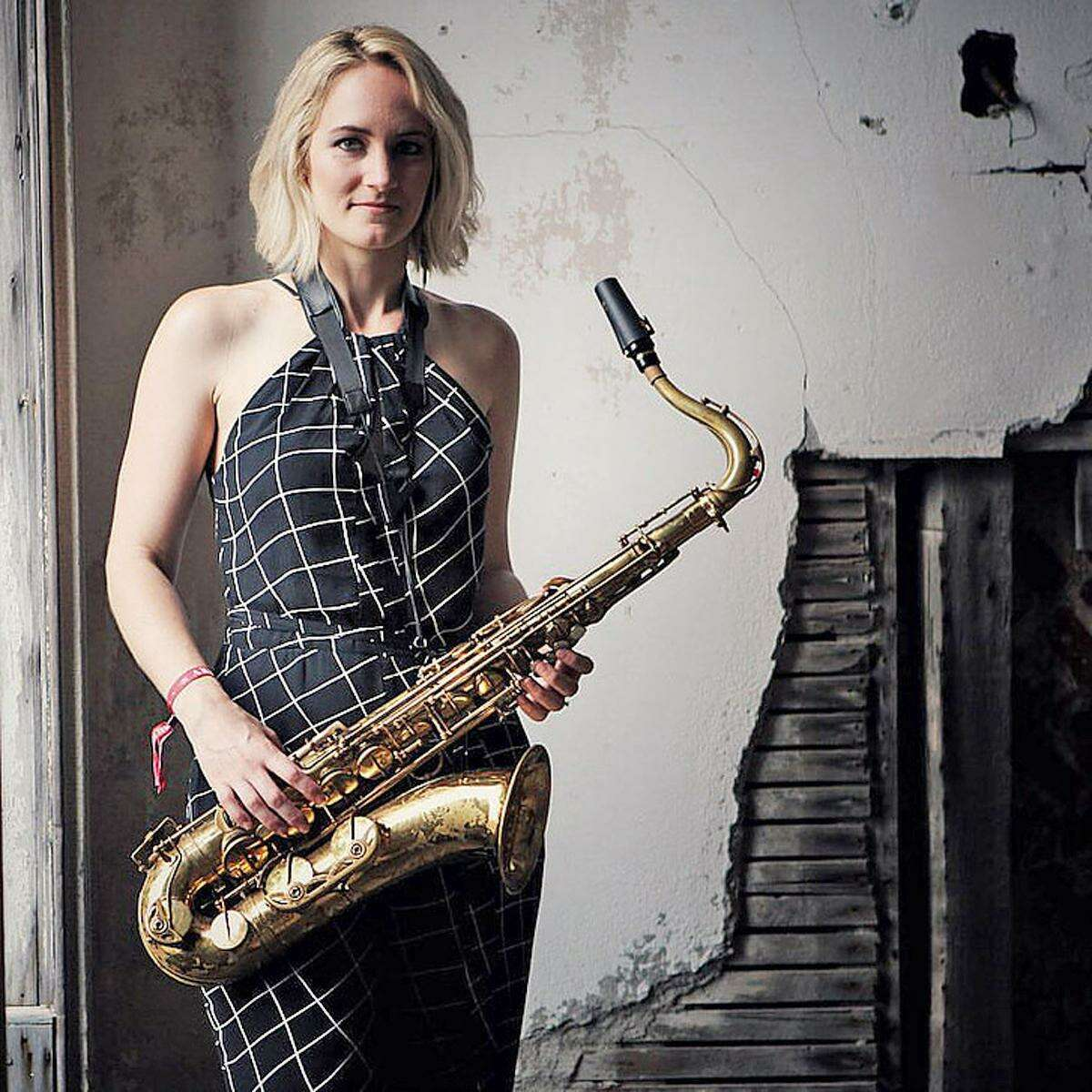 The Roxy Coss Quintet, featuring saxophonist Roxy Coss, will appear at Music Mountain this weekend.