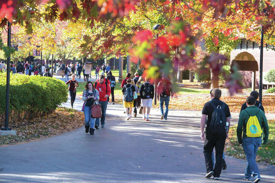 Students walk across the SIUE campus. Photo: SIUE Photo