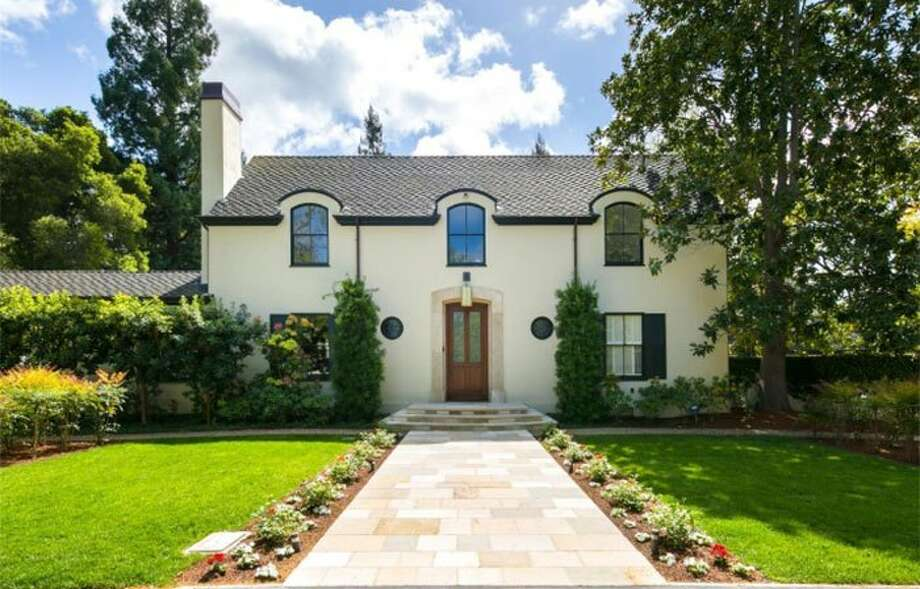 LinkedIn CEO Jeff Weiner has closed another winning sale, this time his Menlo Park mansion. Photo: DeLeon Properties Via Realtor.com