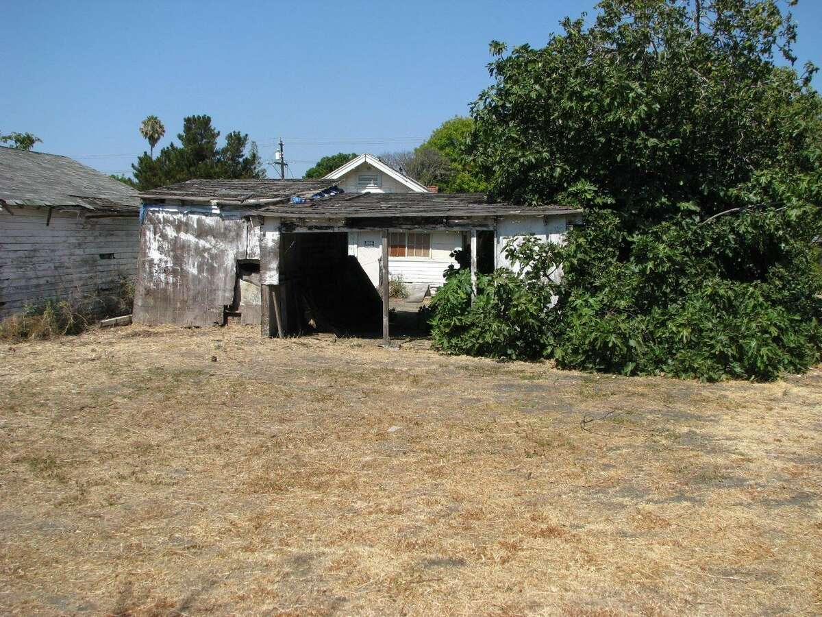 A 31,715-square-foot parcel with three fixer-upper homes at 582 E. Maude Ave. in Sunnyvale is listed for $4,915,825 million and offers a unique investment opportunity in California's Silicon Valley.