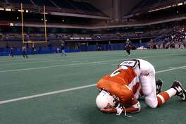 FOR SPORTS - Madison's Gary Green (2) reacts after his team lost to Smithson Valley by a score of 28 to 27 Saturday Dec. 7, 2002 at the Alamodome. PHOTO BY EDWARD A. ORNELAS/STAFF