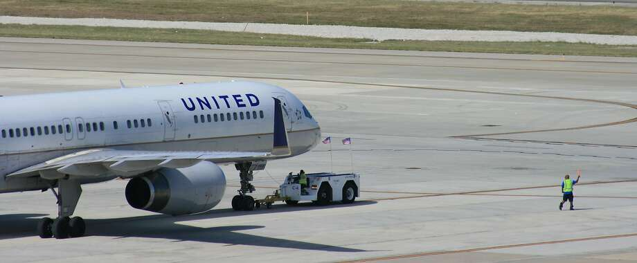 A United Airlines Boeing 757. Click through the gallery for a roundup of people getting kicked off airplanes in the news. Photo: Bill Montgomery, Houston Chronicle