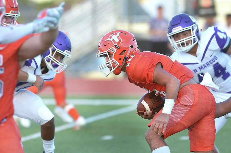Wayo Huerta threw for three touchdowns and ran for another in United's 28-23 win at San Marcos on Friday. Photo: Cuate Santos /Laredo Morning Times / Laredo Morning Times