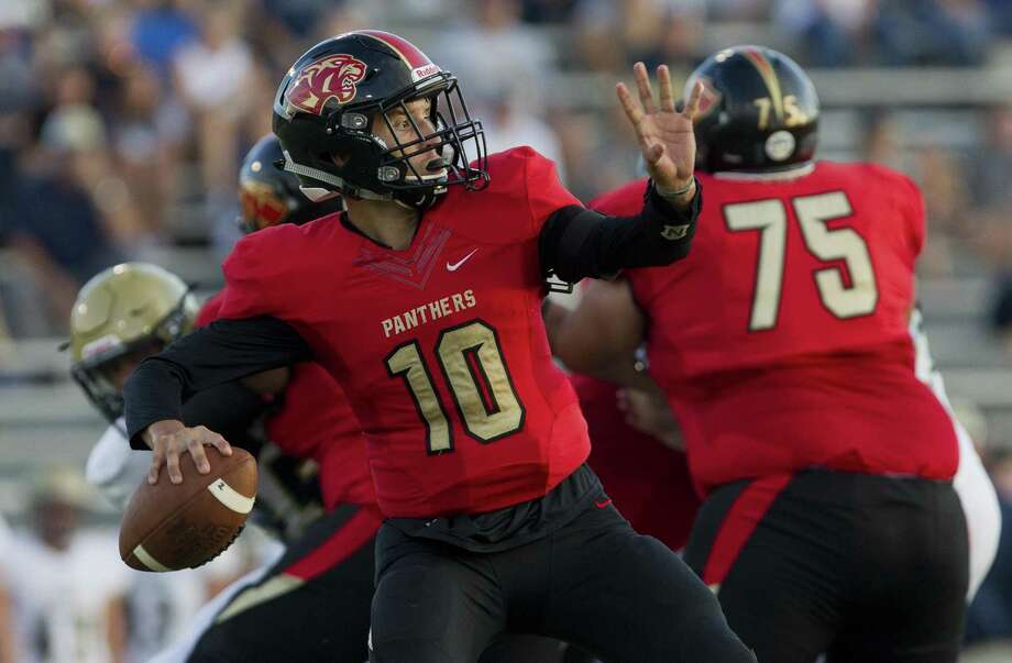 In this file photo, Caney Creek quarterback Julian Hernandez (10) drops back to pass during the first quarter of a non-district high school football game at Buddy Moorhead Stadium on Friday, Aug. 31, 2018, in Conroe. Photo: Jason Fochtman, Staff Photographer / Houston Chronicle / © 2018 Houston Chronicle