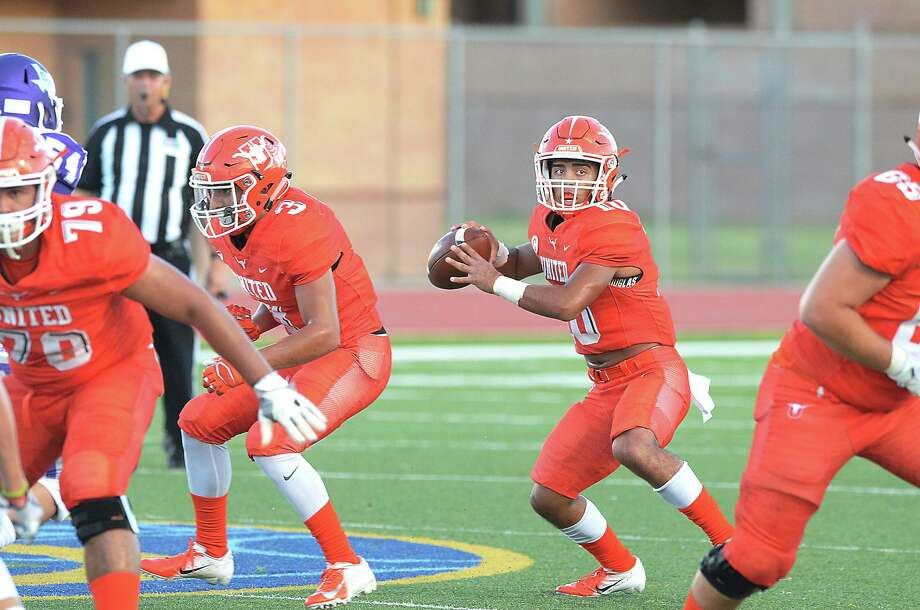 United's Wayo Huerta passed for 303 yards and two touchdowns and ran for another 48 yards and two scores in a 50-49 loss to No. 16 San Marcos Thursday at the SAC. Photo: Cuate Santos /Laredo Morning Times File / Laredo Morning Times