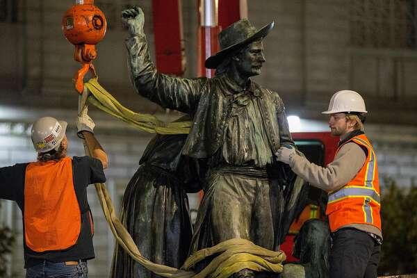 Онлайн видео секс со статуей