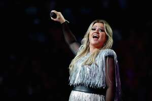 NEW YORK, NY - AUGUST 27:  Singer-songwriter Kelly Clarkson performs during the opening night ceremony at Arthur Ashe Stadium during Day One of the 2018 US Open at the USTA Billie Jean King National Tennis Center on August 27, 2018 in the Flushing neighborhood of the Queens borough of New York City.
