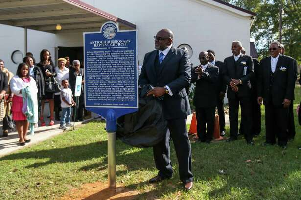 Willis Mayor Leonard Reed unveils a Montgomery County Historical Marker on Sunday, Nov. 19, 2017, at Antioch Missionary Baptist Church in Willis.