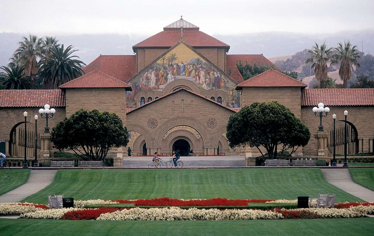 (KRT6) KRT TRAVEL STORY SLUGGED: CALSTANFORD KRT PHOTO BY PAUL E. RODRIGUEZ/ORANGE COUNTY REGISTER (October 29) The church and its mural mark the entrance to Stanford University in Palo Alto, California. (OC) AP NC KD 2001 (Horiz) (mvw) (Additional photos available on KRT Direct, KRT/NewsCom or upon request) -- NO MAGS, NO SALES --