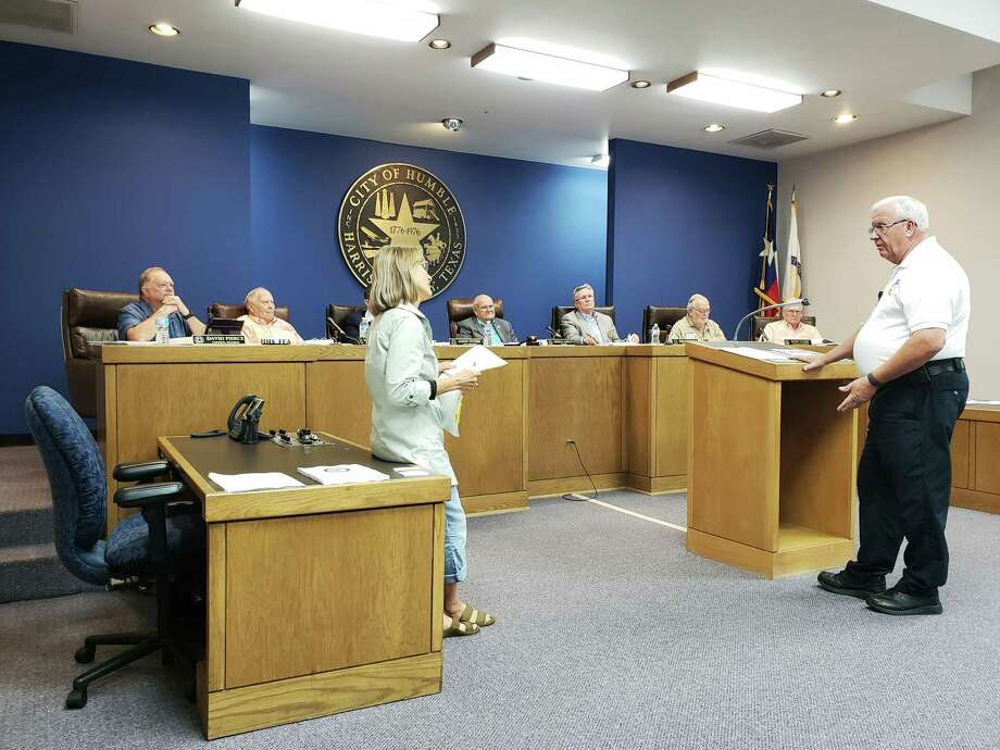 Humble Assistant Fire Chief Mike Legoudes (right) explains to Humble resident Arliss Bentley (left) why the fire department is requesting 6 new firefighters at the Humble Budget Adoption Meeting on September 13, 3018. Photo: Kaila Contreras