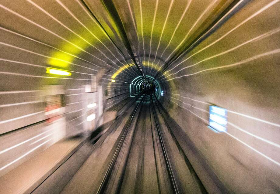 A Bart train moves through the Transbay Tube from Oakland to San Francisco, Calif. Friday, Sept. 14, 2018. Photo: Jessica Christian / The Chronicle
