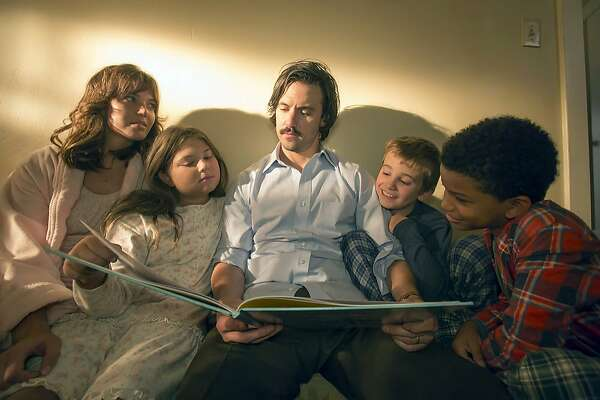 "(L-r) Mandy Moore as Rebecca, Mackenzie Hancsicsak as Kate, Milo Ventimiglia as Jack, Parker Bates as Kevin and Lonnie Chavis as Randall in ""This is Us."" MUST CREDIT: Ron Batzdorff, NBC"