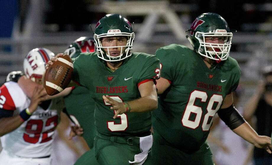 The Woodlands quarterback Casey Sunseri (3) looks to throw during the second quarter of a non-district high school football game at Woodforest Bank Stadium on Thursday, Sept. 6, 2018, in Shenandoah. Photo: Jason Fochtman, Houston Chronicle / Staff Photographer / © 2018 Houston Chronicle