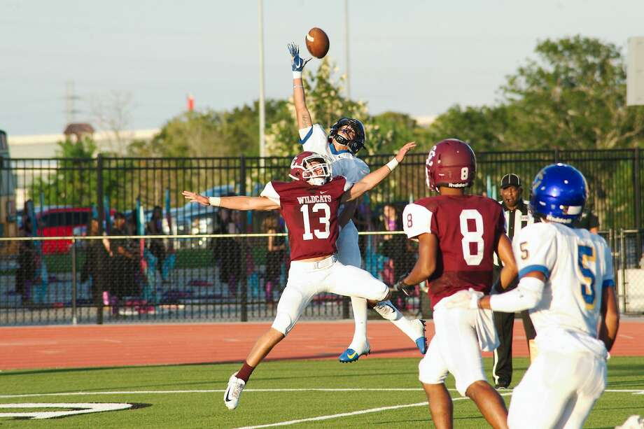 Clear Creek's Gavin Gragg (13) breaks up a pass to Channelview's Devin Jennings (4) Saturday, Sep. 15 at CCISD Challenger Columbia Stadium. Photo: Kirk Sides/Houston Chronicle