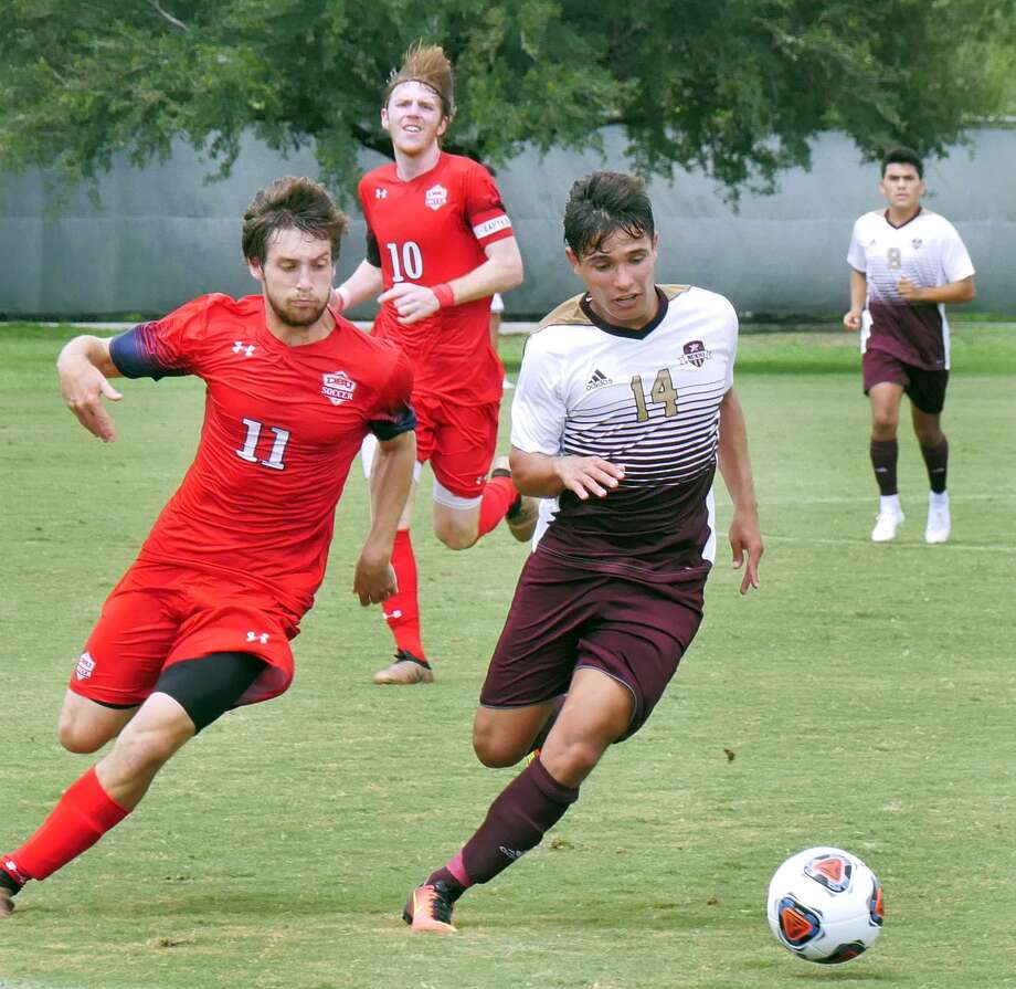 Midfielder Diego Meda controls the ball for the TAMIU Dustdevils as they played Dallas Baptist University Saturday, September 15, 2018 at the TAMIU Soccer Field. Photo: Cuate Santos /Laredo Morning Times / Laredo Morning Times