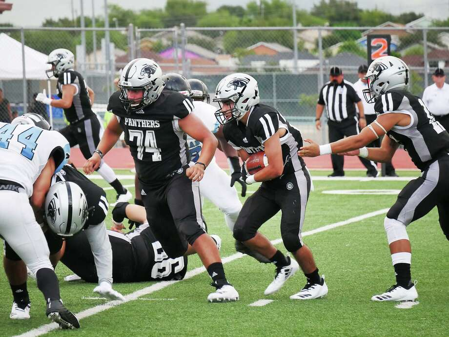Brian Benavides finished with 373 total yards of offense in United South's 28-14 loss at San Antonio Harlan on Saturday. Photo: Cuate Santos /Laredo Morning Times