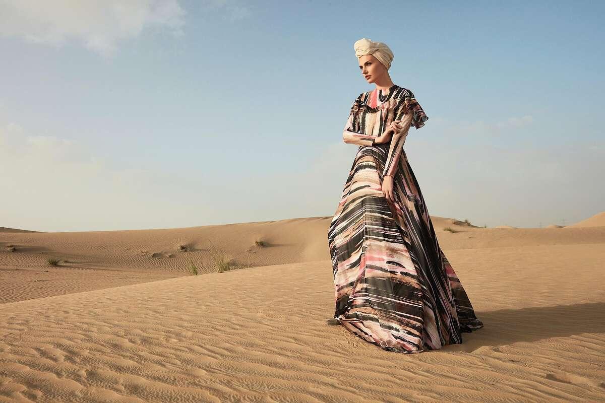 "RASIT BAGZIBAGLI (b. 1985, United Kingdom) for MODANISA (est. 2011, Turkey) ""Desert Dream"" ensemble (evening gown, shawl, and turban), Spring/Summer 2018 Polyester chiffon, Courtesy of RASIT BAGZIBAGLI and MODANISA"