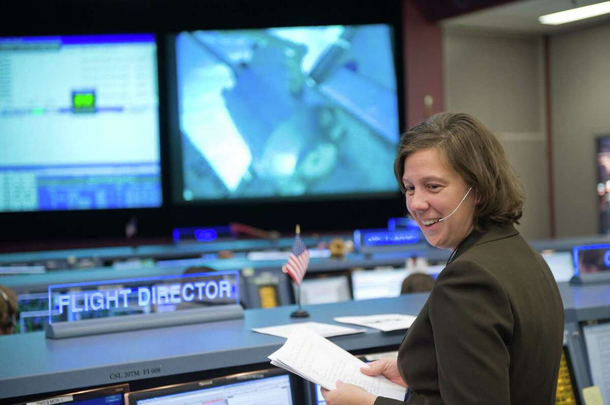 Holly Ridings is at her Flight Director console in the space station flight control room in the Mission Control Center at NASA's Johnson Space Center on Nov. 17, 2008, for day four of the space shuttle Endeavour's STS-126 mission.