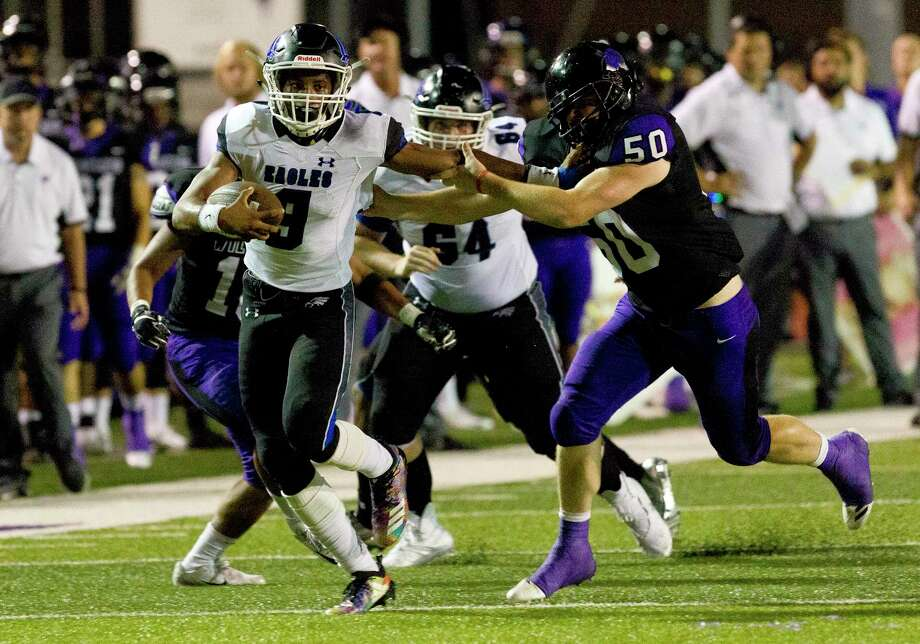 In this file photo, New Caney quarterback Zion Childress (9) runs for a 21-yard touchdown during the second quarter of a District 8-5A high school football game at Berton A. Yates Stadium, Friday, Sept. 14, 2018, in Willis. Photo: Jason Fochtman, Houston Chronicle / Staff Photographer / © 2018 Houston Chronicle