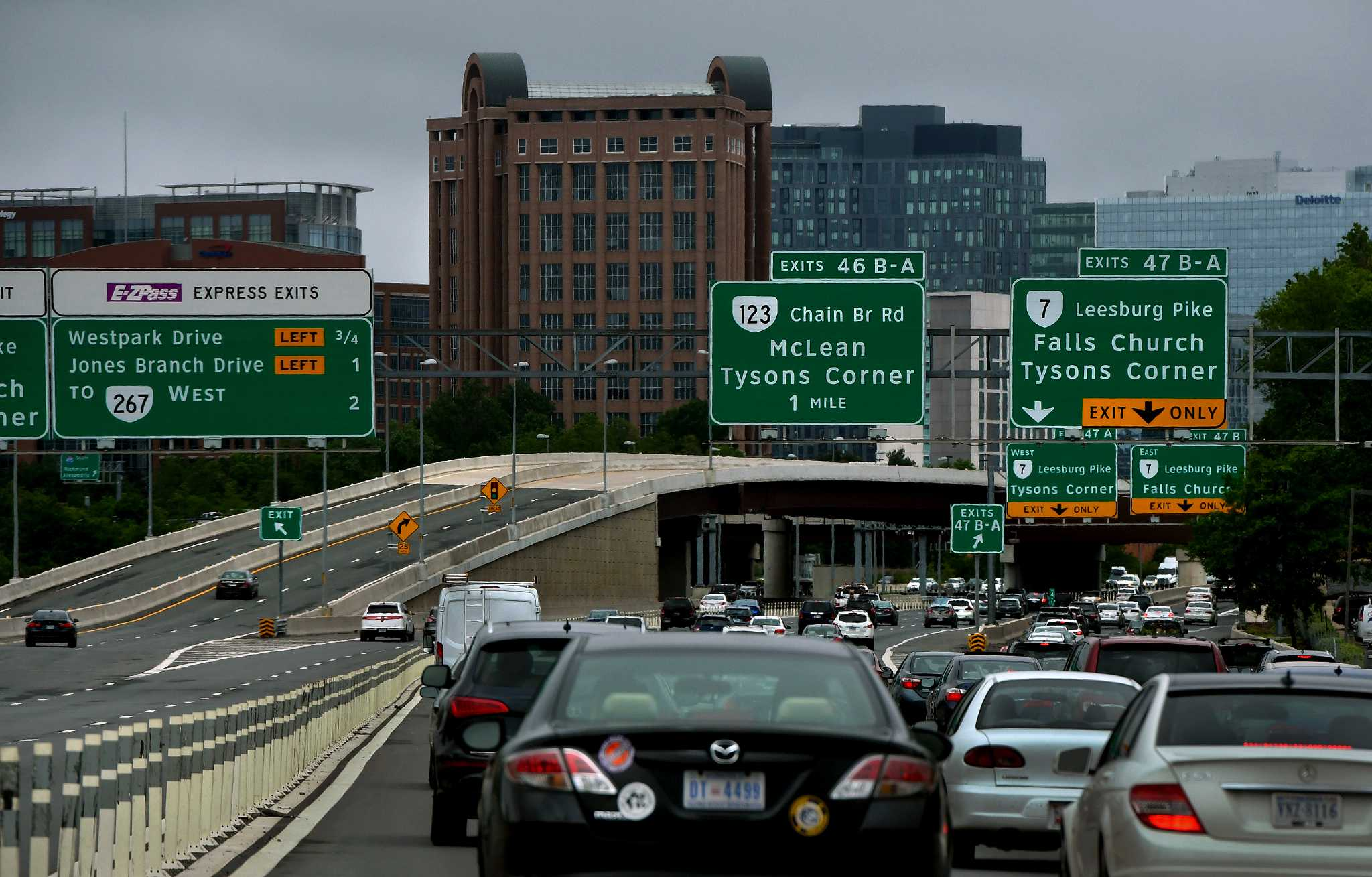 Americans' commutes keep getting longer, according to survey data - SFGate