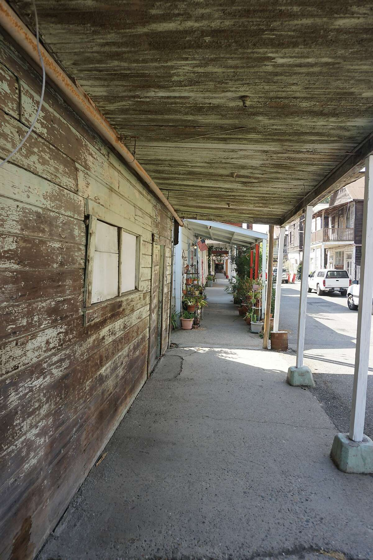 Rustic streets and storefronts in the historical Chinese enclave of Locke near Walnut Grove.