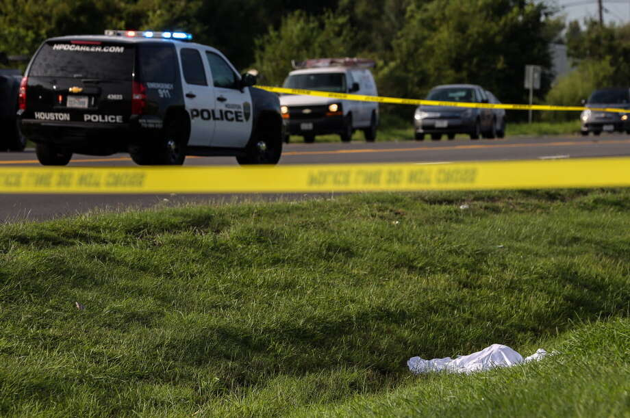 HPD authorities working a fatal incident near the intersection of Almeda Road and Junction Drive on Tuesday, Sept. 18, 2018, in Houston. HPD said a person may have been struck by a vehicle overnight. Photo: Yi-Chin Lee, Staff Photographer / Houston Chronicle