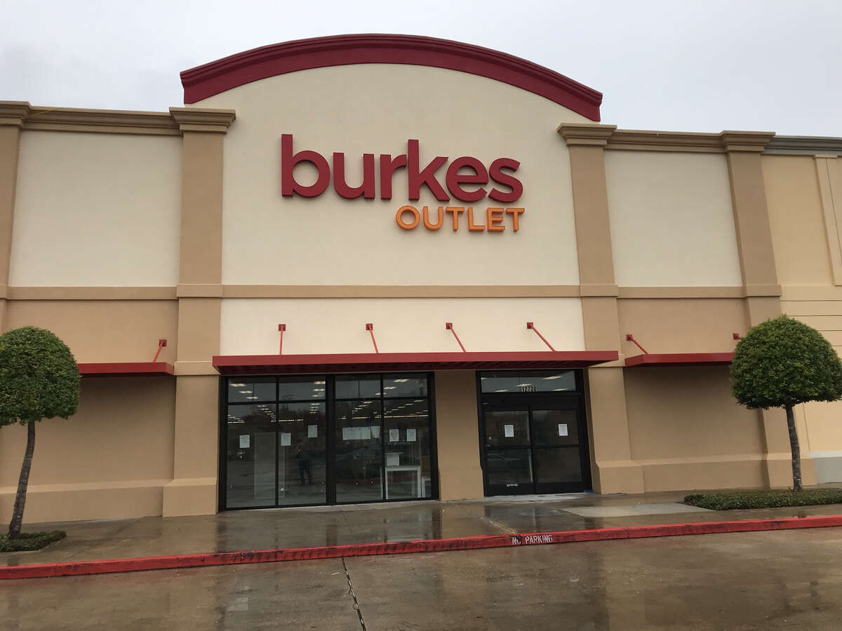 SEPTEMBER 2018 Burkes Outlet  The retailer added 30 new jobs with its new store at the Fountains on the Lake in Stafford.