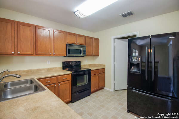 9922 Red Ascot, San Antonio: $198,900 Beds: 3 Baths: 2.5 Square feet: 1,812