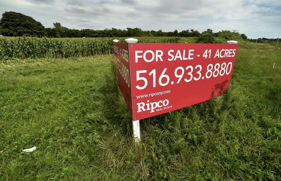 Orange, Connecticut -Tuesday, September 11, 2018: Property for sale on the corner of Marsh Hill Road in Orange and I-95 S, Exit 41. Photo: Peter Hvizdak / Hearst Connecticut Media / New Haven Register