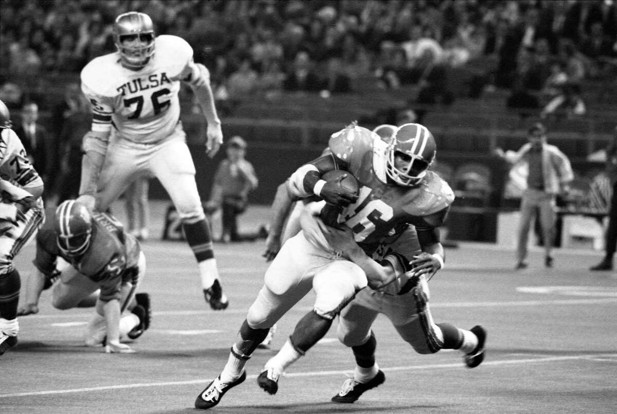 Paul Gipson, playing against Tulsa later in 1968, was a key figure in the Houston-Texas game earlier that season.