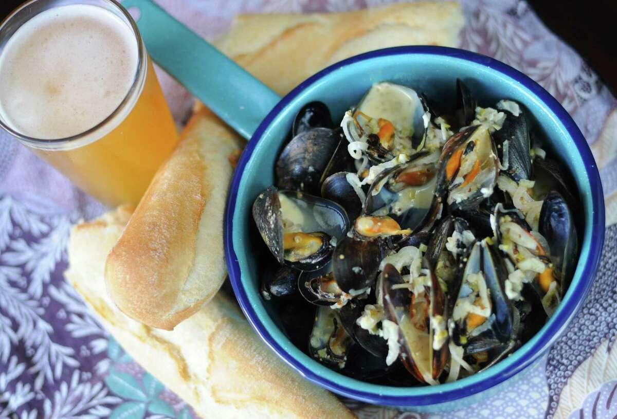 Hefeweizen-Steamed Mussels
