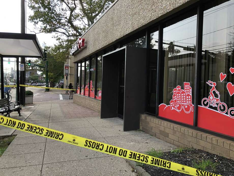 Police are investigating a robbery at Key Bank at Grand Avenue and Ferry Street in New Haven on Wednesday, Sept. 19, 2018. Photo: Ben Lambert / Hearst Connecticut Media / New Haven Register