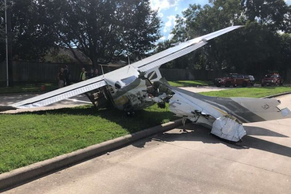 A small plane crashed near Sugar Land on Wednesday, Sept. 19, 2018. The plane struck several cars and leaked fuel, the Fort Bend County  Sheriff's Office reported.
