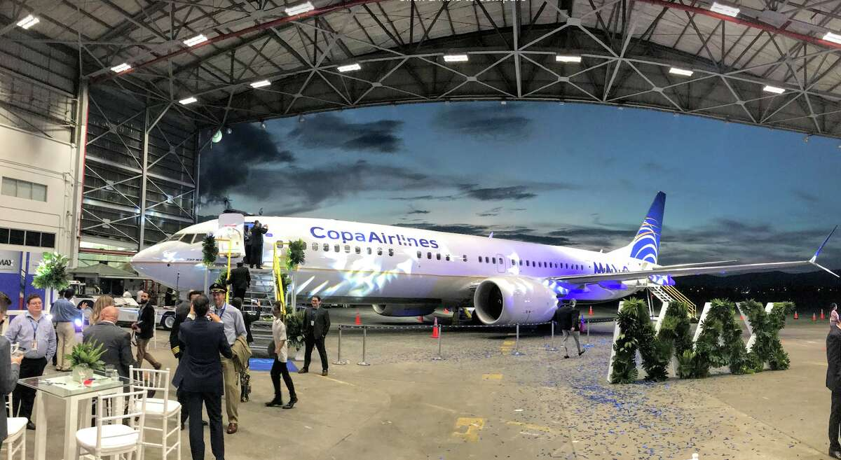 Copa Airlines threw quite un espectaculo to unveil its new 737 MAX 9 at a hanger in Panama City