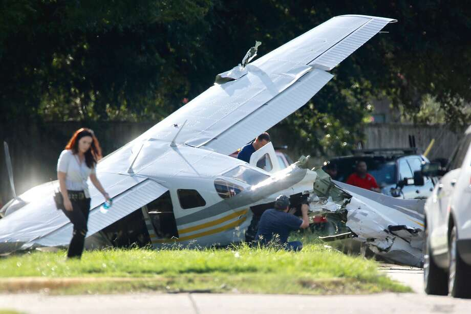 Investigators look at a small plane that crashed on Voss Road just west of Highway 6, Wednesday, Sept. 19, 2018, in Sugar Land. Photo: Mark Mulligan, Houston Chronicle