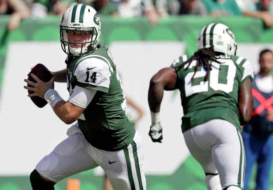 FILE - In this Sunday, Sept. 16, 2018, file photo, New York Jets' Sam Darnold (14) rolls out during the first half of an NFL football game against the Miami Dolphins in East Rutherford, N.J. Darnold didn't have exactly what the Browns were looking for in a franchise quarterback. They passed on him and took Baker Mayfield with the No. 1 overall pick instead. On Thursday night, Darnold gets to show Cleveland if it made another mistake.  (AP Photo/Julio Cortez, File) Photo: Julio Cortez / Copyright 2018 The Associated Press. All rights reserved.