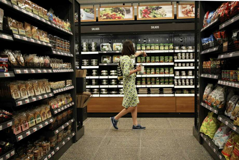 A customer browses the aisles on Monday, Sept. 17, 2018, in the new Amazon Go store in Chicago. (Stacey Wescott/Chicago Tribune/TNS) Photo: Stacey Wescott / TNS / Chicago Tribune