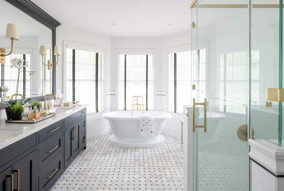 Black-and-white palette takes country home from frumpy to fab ...