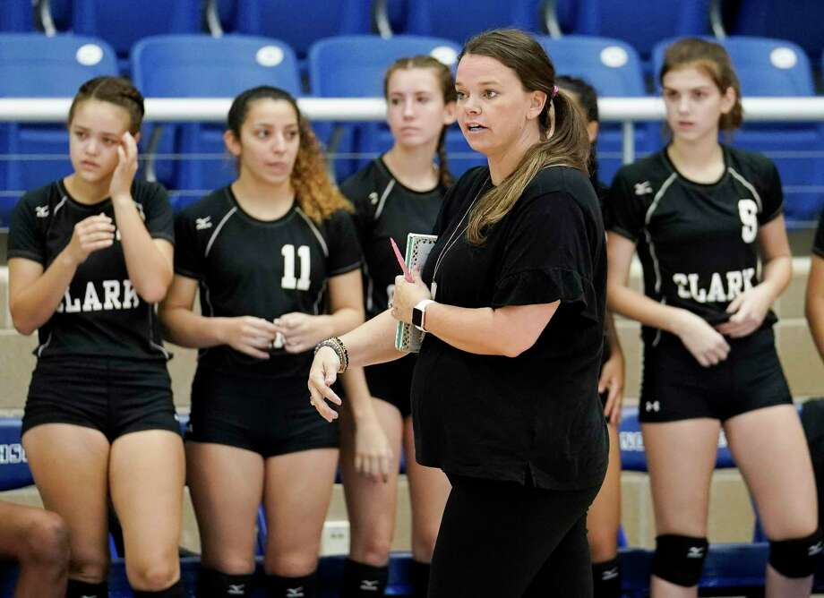 Clark coach Melissa Miller and the Cougars start the season at No. 1 in the Express-News Area rankings. Photo: Darren Abate /Contributor / San Antonio Express-News