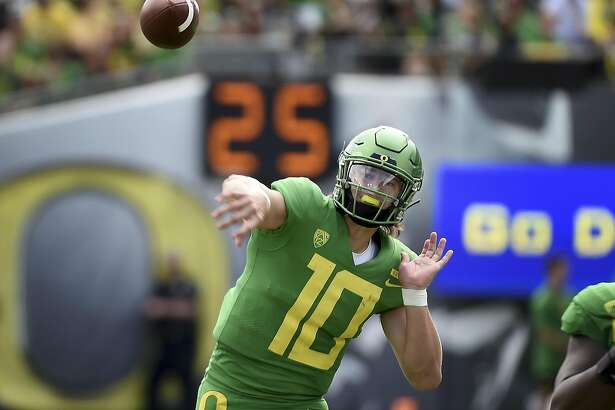 EUGENE, OR - SEPTEMBER 08: Quarterback Justin Herbert #10 of the Oregon Ducks throws a pass during the second quarter of the game against the Portland State Vikings at Autzen Stadium on September 8, 2018 in Eugene, Oregon. (Photo by Steve Dykes/Getty Images)