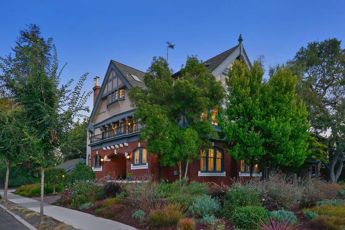 The Tudor in Alameda�s Gold Coast was once home to opera singer Frederica von Stade.